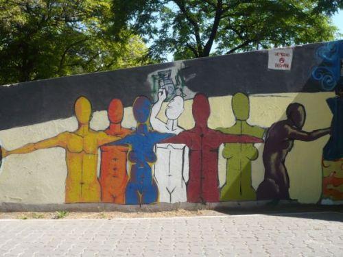 parte del mural junto a filete colectivo